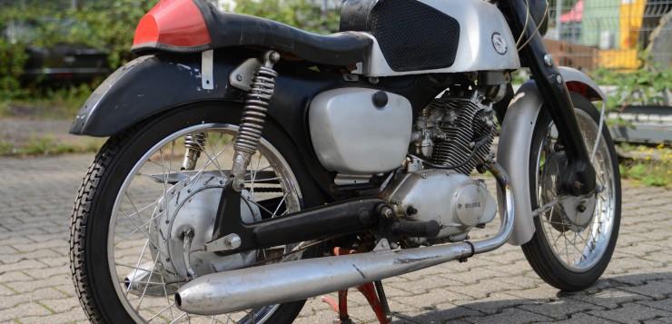 Schöne Seitenasicht der Honda CB 92