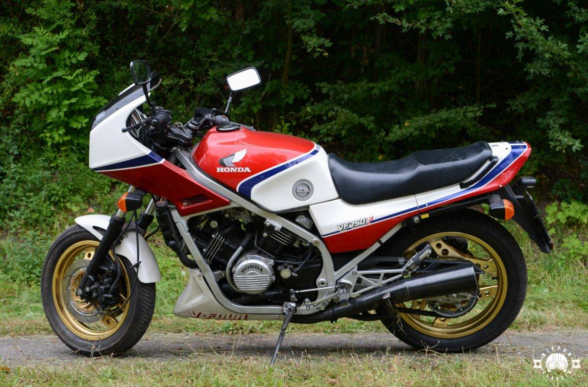 Honda VF 750 F - Classic Superbikes
