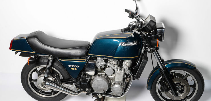 Der Motor der Kawasaki Z 1300 baute fst 60 Zentimer breit
