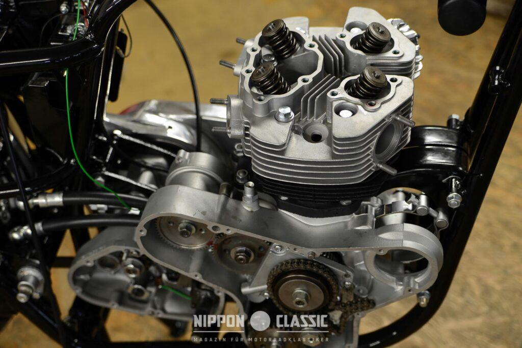 Der Motor der Kawasaki W1 kann für viele Arbeiten im Rahmen verbleiben