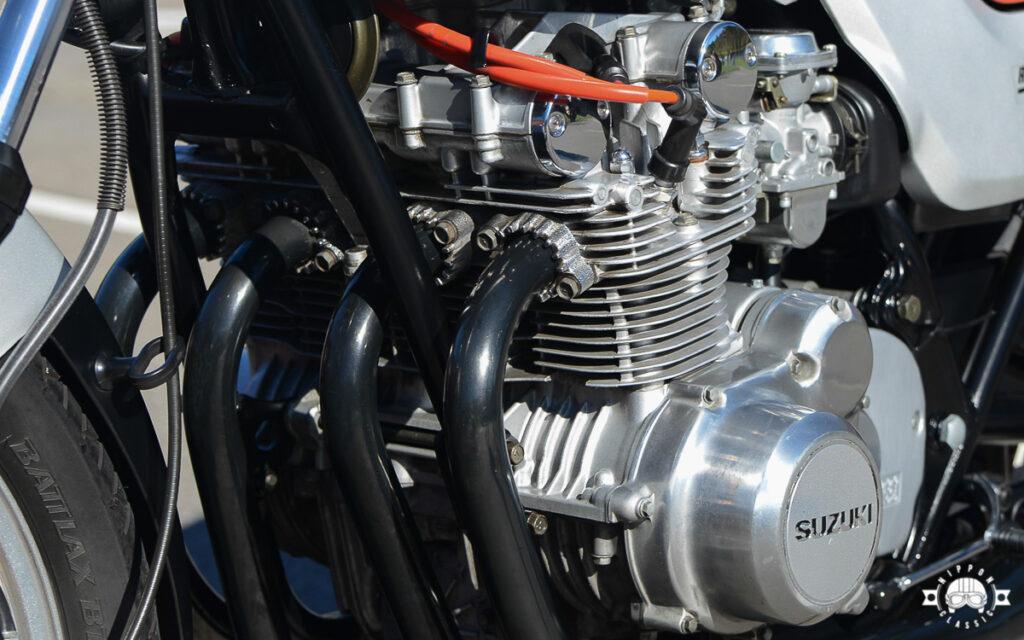 Der Suzuki Motor bekam Unterdruckvergaser und eine Transistorzündung
