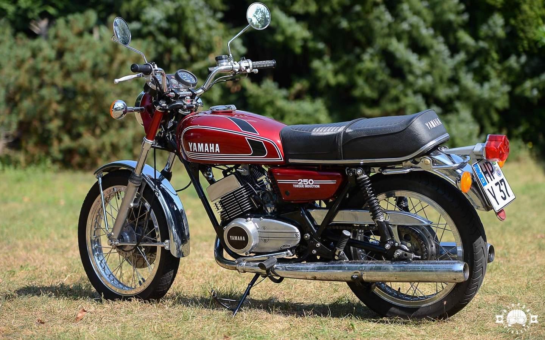 Yamaha rd 250 1973 1979 modern und fast unverw stlich for Yamaha suzuki of texas