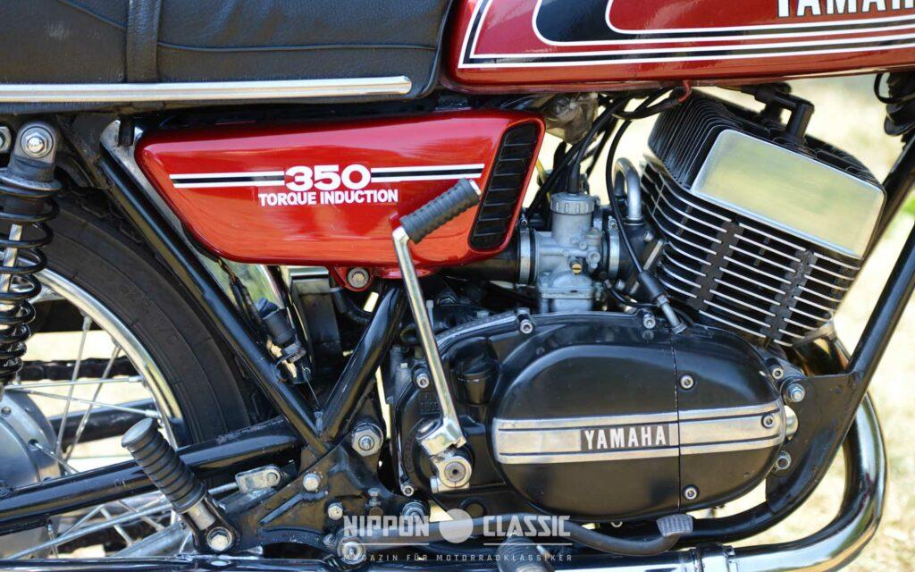 Der RD350 Motor wurde mit dem Primärkickstarter zum Leben erweckt