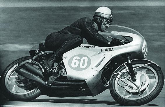 Mike Hailwood auf der Honda RC 173 im Jahr 1966