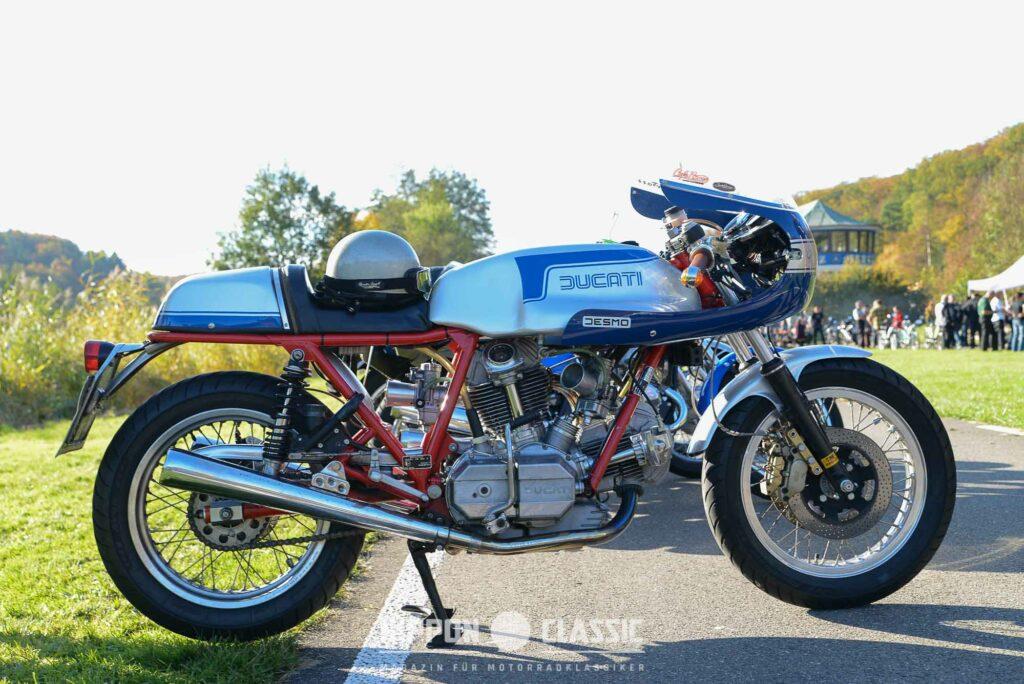 Die Ducati 900SS gefällt mit ihrem Königswellenantrieb