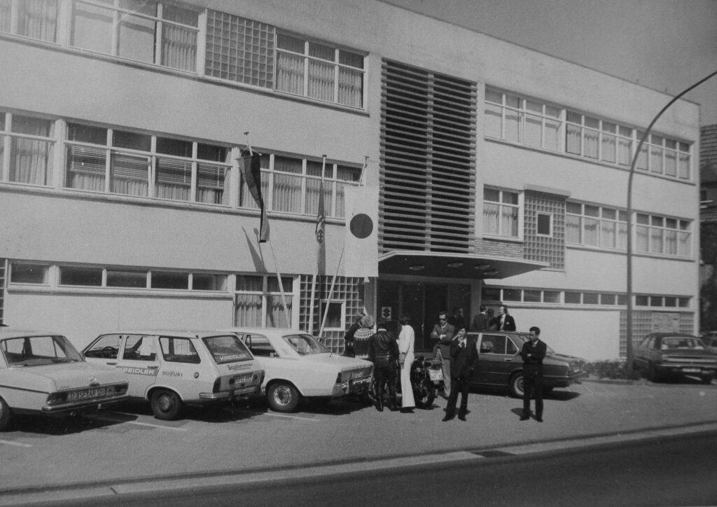 Am 6. Mai 1976 eröffnete die neue Suzuki-Niederlassung in Heppenheim