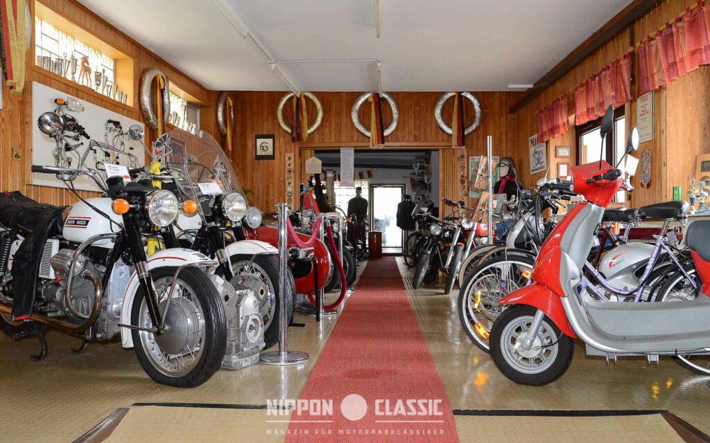 Langstreckenmaschine Moto Guzzi V7 (linke Seite)
