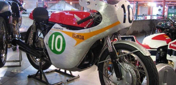 Honda RC 162 und Mike Hailwood