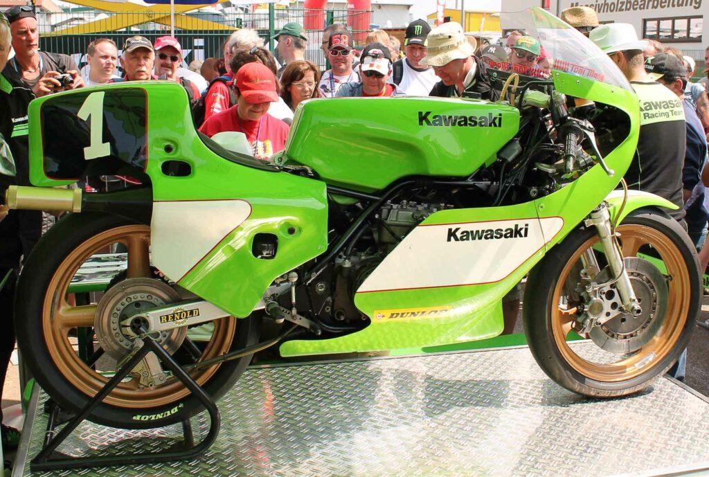 Toni Mang blieb in der 350er Klasse ewiger Meister - hier seine Kawasaki KR 350