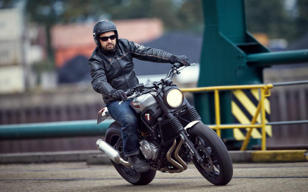 Yamaha XSR700 zum schlichten Custom-Bike von JvB-moto veredelt