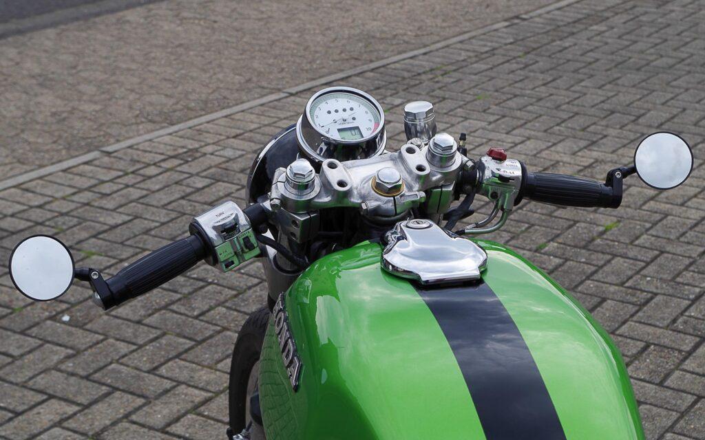 Kupplungs- und Bremshebel stammen von einer Suzi GSX-R
