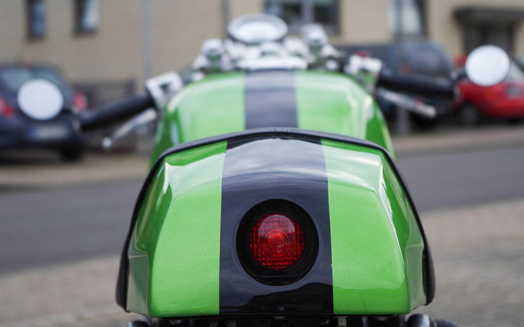 Der Heckbürzel des Cafe Racers war mal ein alter Moped-Tank