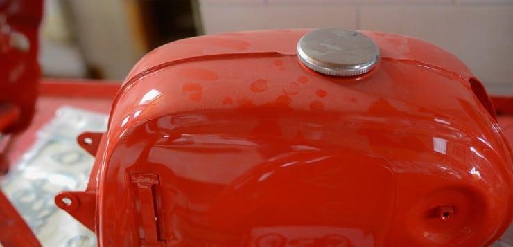 Die noch fehlenden Seitenangen der Honda C110 sind selten und teuer
