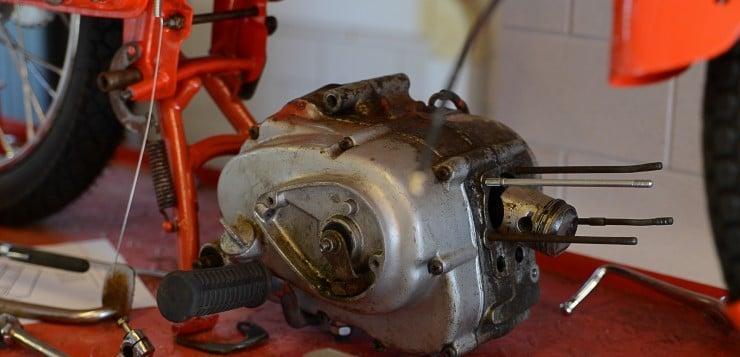 Der Honda C110 Motor benötigte eine gründliche Überholung