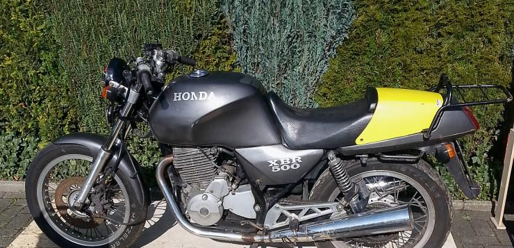 Die Basis stellte eine alte Honda XBR 500