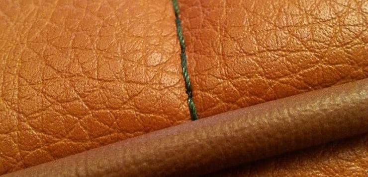 Ein Sattler aus Rüsselsheim überzog die Sitzbank mit cognacfarbenen Leder