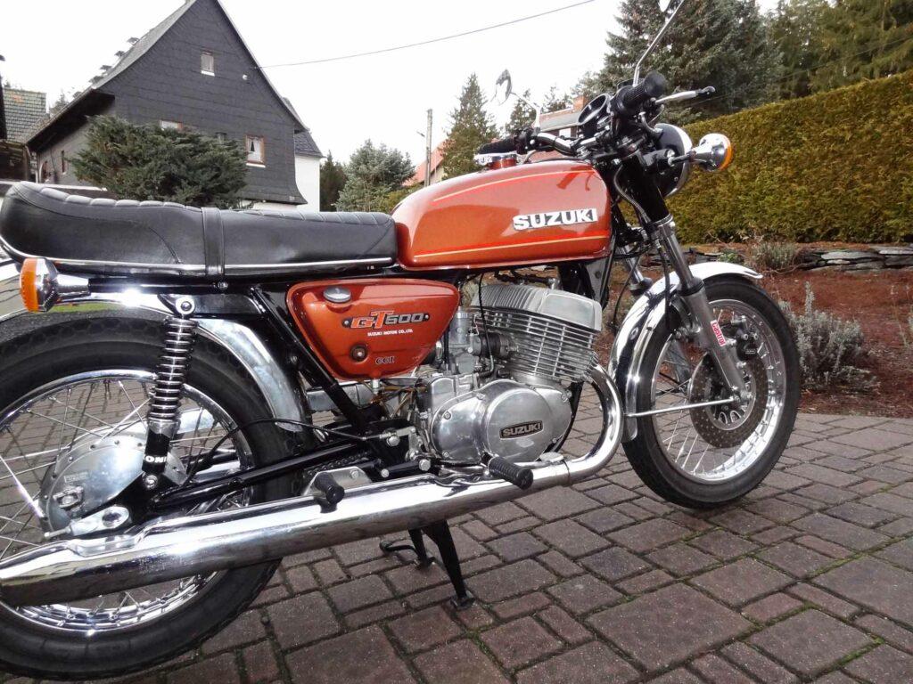 Die Auspuffanlage der Suzuki war nicht mehr zu retten und wurde ersetzt
