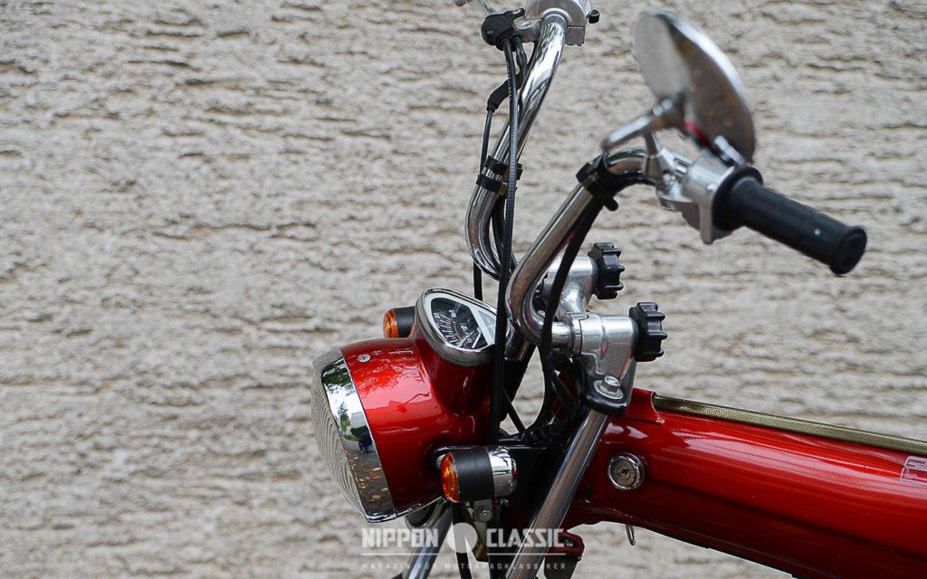 Kleiner Tacho und klappbare Lenker sindy typisch für das Mini-Bike