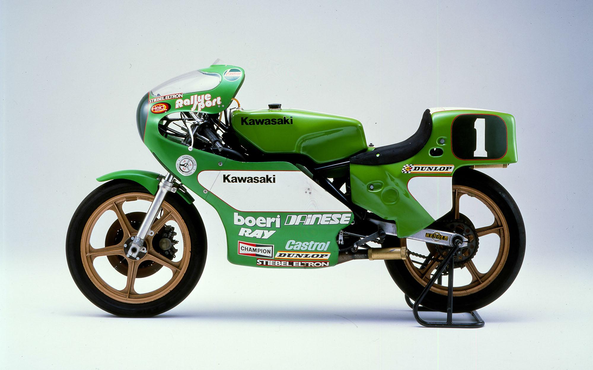 Toni Mang übergab 2016 seine Weltmeister Kawasaki KR 250 an den P.S. Speicher