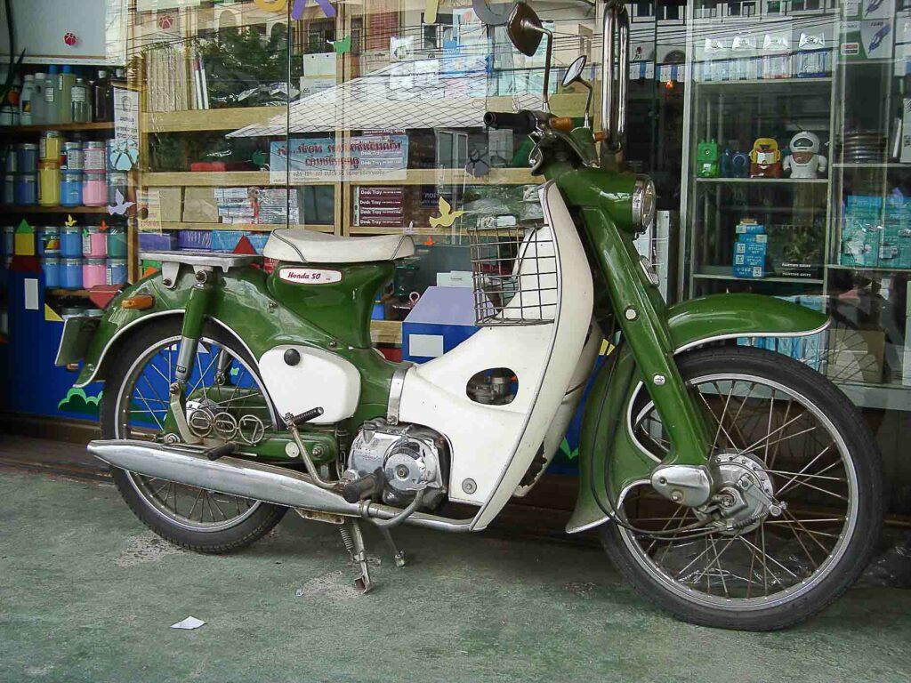 Die Honda Super Cub wird weltweit verkauft - hier nach Thailand
