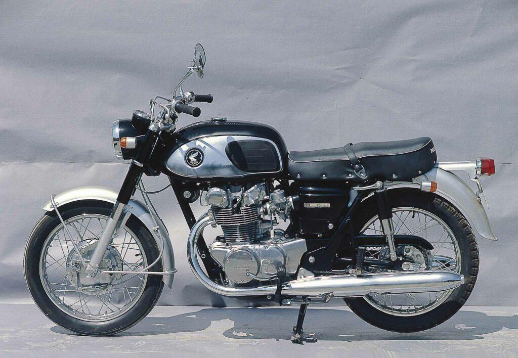"""1965 setzte die Honda CB 450 als """"Black Bomber"""" neue Maßstäbe"""