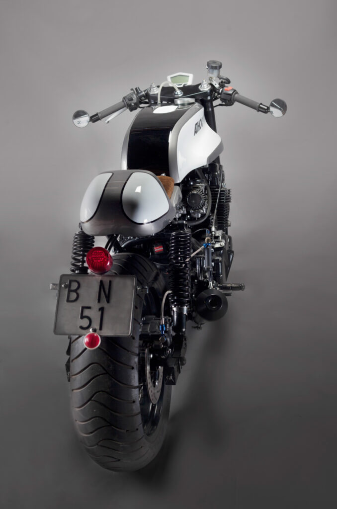 Die Sitzbank ist ein modifiziertes Bultaco TSS Teil