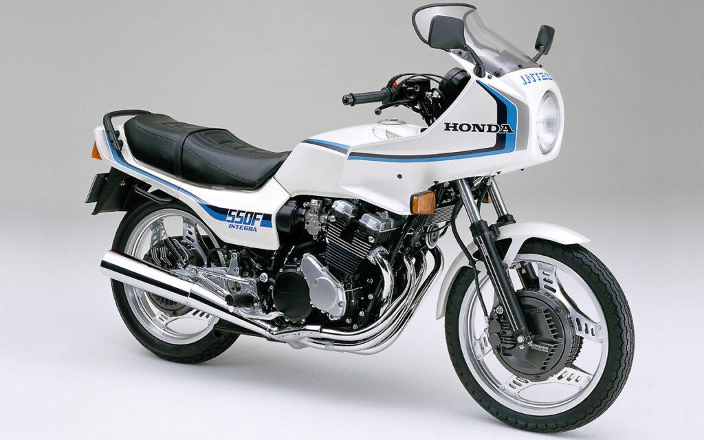 Die Honda CBX 550F2  erschien 1982