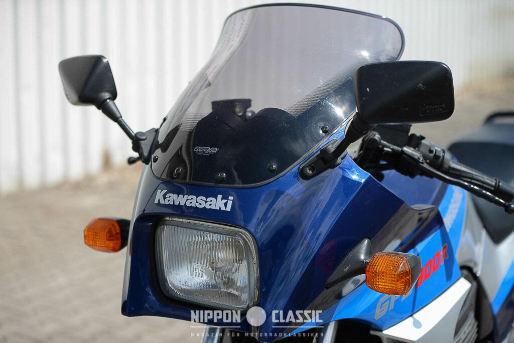 Die Cockpit-Verkleidung erlaubt dem Fahrer einer Kawasaki GPZ 900 R bis zu 240 km/h