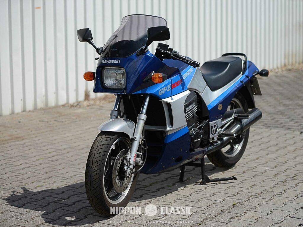Diese Kawasaki GPZ 900 R ist aus 1. Hand