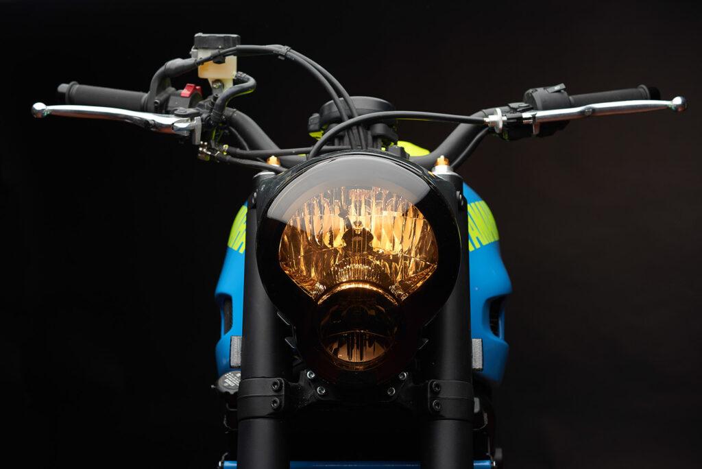 Scheinwerfer und Halterung stammen von der Yamaha MT-01