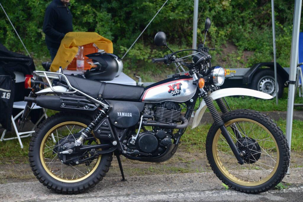 Anfang der 1980er Jahre gab es die XT 500 mit Alutank und gold-eloxierten Felgen