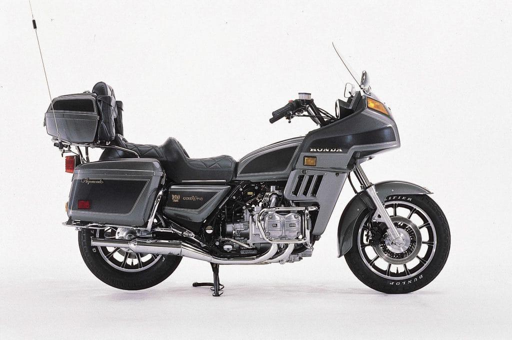 Die Ähnlichkeit der Honda GL 1100 Verkleidung zur Windjammer-Verkleidung ist unverkennbar