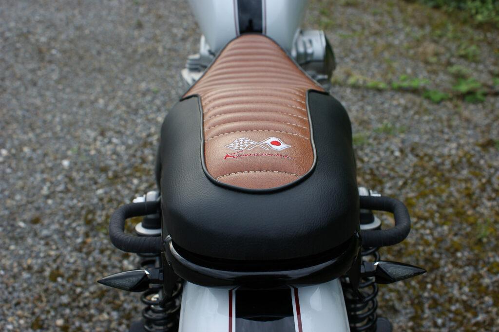 Die W650 entstand nach meiner Vorlage und wurde von der Sattlerei Uwe Stölzer umgesetzt