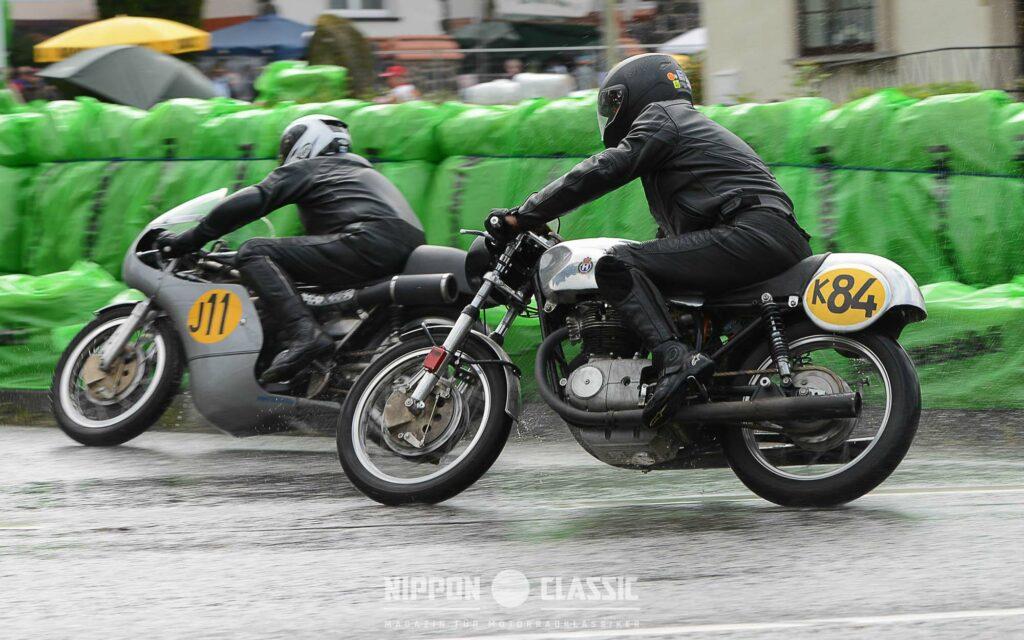 Trotz nasser Strecke - jede Menge Überholmanöver beim Schottenring Grand Prix