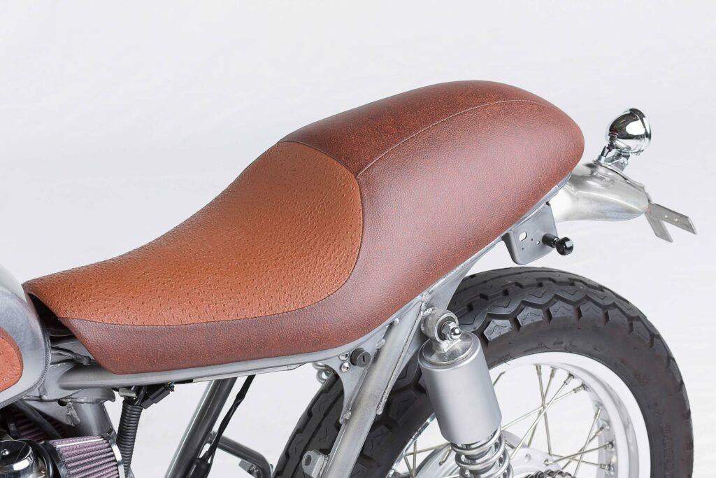 Handarbeit: zweifarbige Sitzbank mit Straußenleder