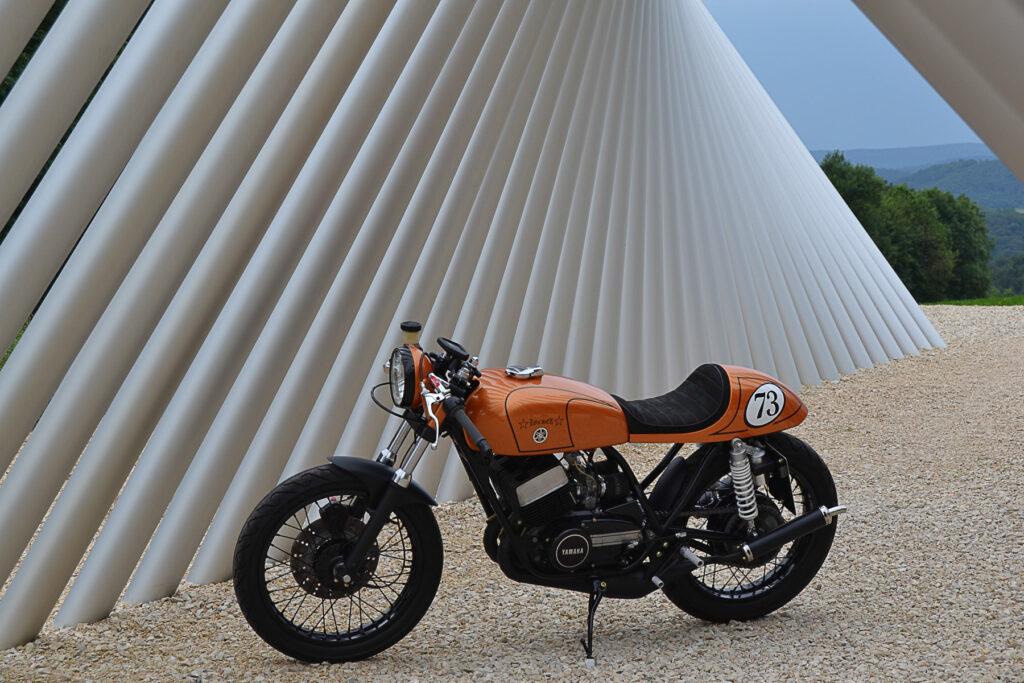 Leicht und durstig - Yamaha RD 250 Café Racer von Pascal Locher