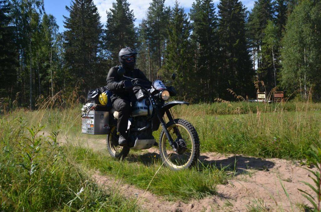 ...führte die Ostsee-Tour über kilometerlange Schotterpisten