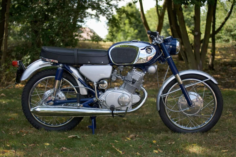Honda CB160 - the little stranger within the family ties