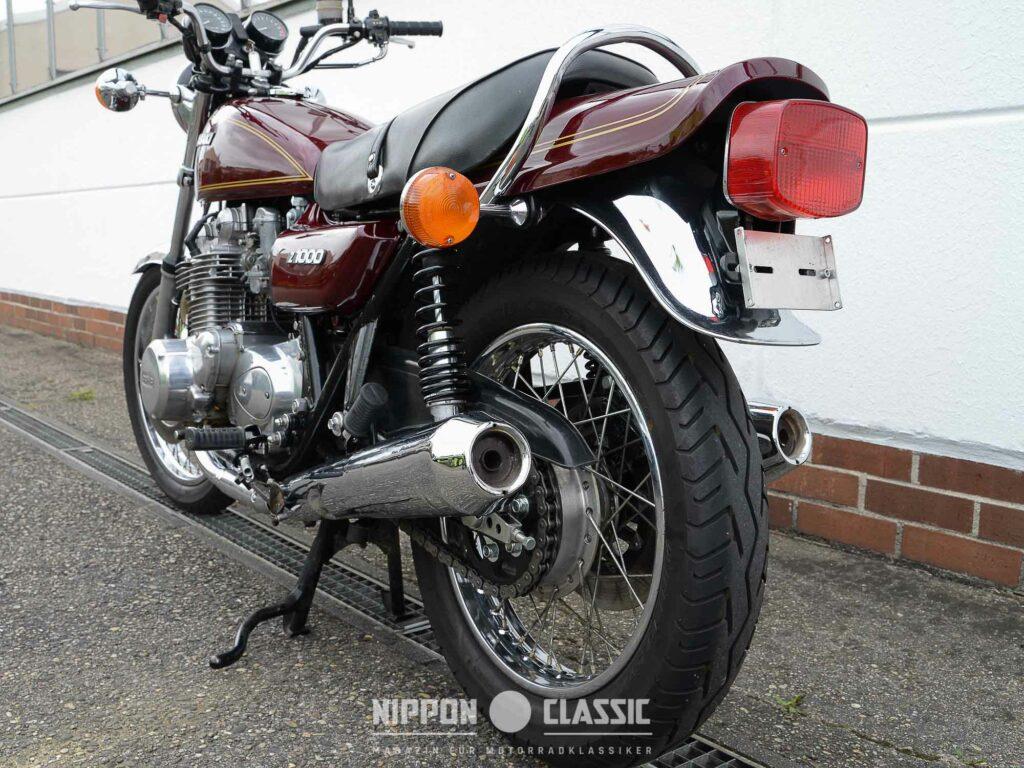 Die 4-in-2 Auspuffanlage steht der Kawasaki Z 1000 ungemein gut