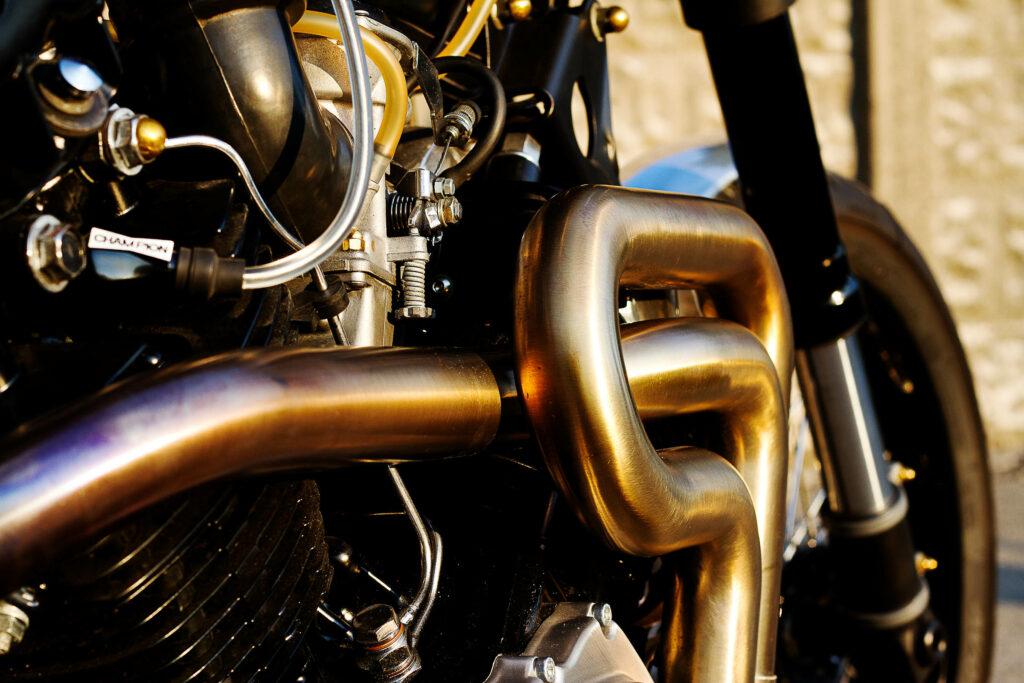 Kunstwerk von Plan B Motorcycles: Auspuff aus Edelstahl