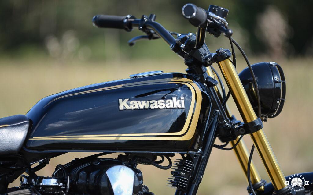 Eine Kawasaki KH125 spendierte den Tank