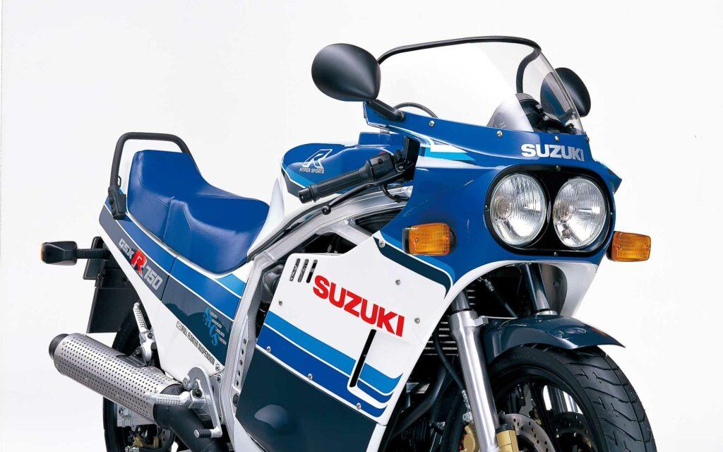 Markant: Doppelscheinwerfer der GSX-R750