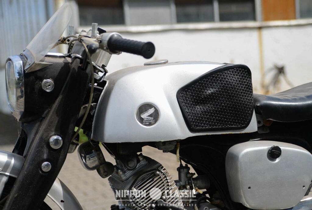 Der markante Tank ist das Erkennungszeichen der Honda CB 92