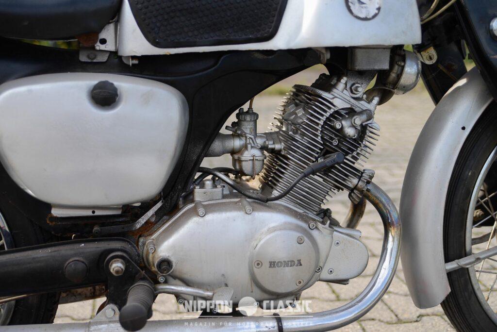 Das 125ccm Motorrad besaß nur einen Keihin-Vergaser und 120 PS Literleistung