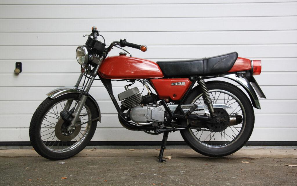 Kawasaki KH 125 mit dem typischen Kawasaki-Heckbürzel wurde erstmals 1976 vorgestellt