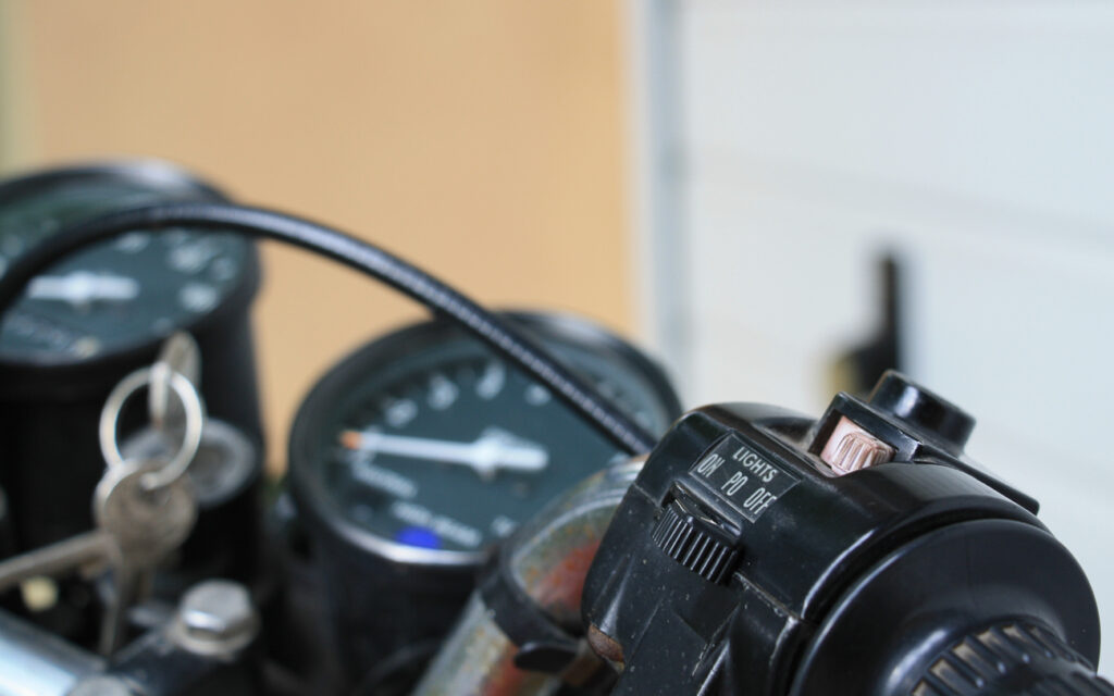 Die KH 125 wurde ausschließlich mit Muskelkraft zum Leben erweckt. Einen Startknopf gab es nicht.