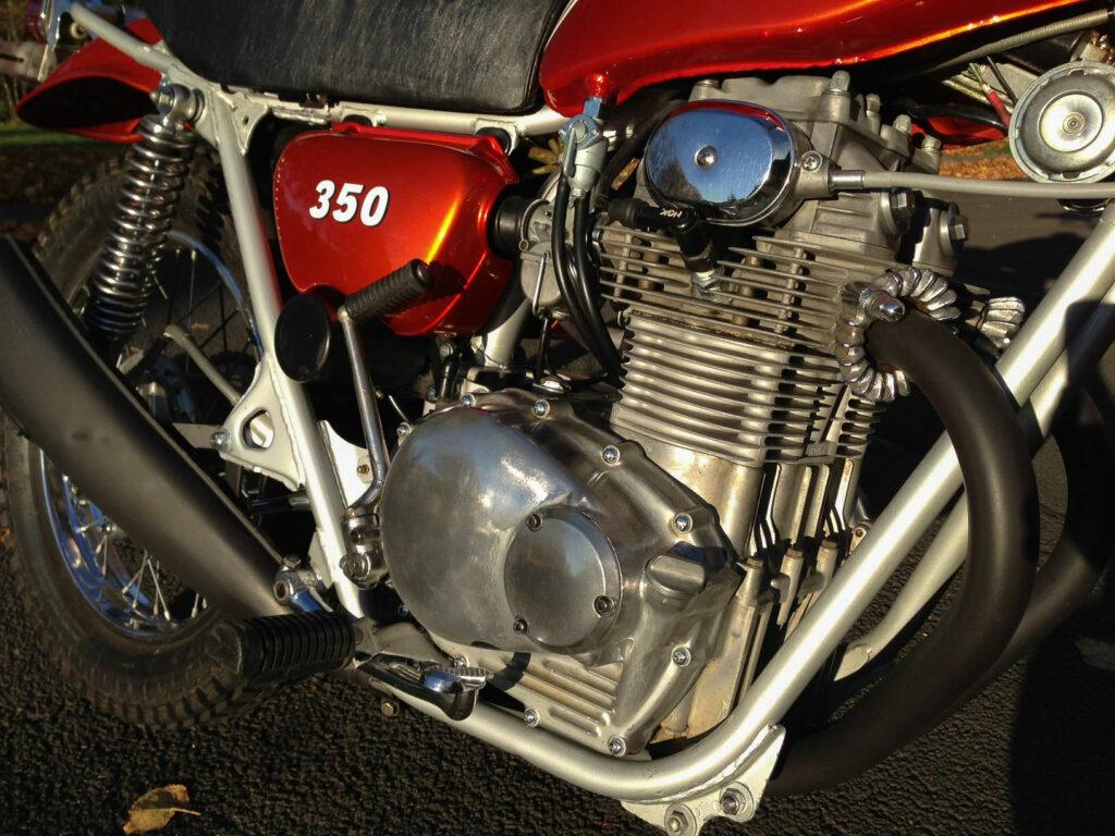 Der durchzugsstarke Zweizylinder-Motor der Honda SL 350 leistet 33 PS