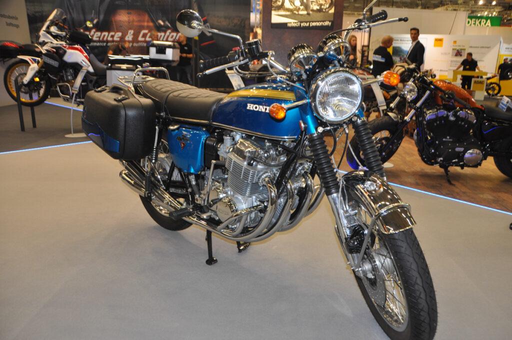 Perfekt restaurierte Honda CB 750 Four K1 in Candy Blue Green mit