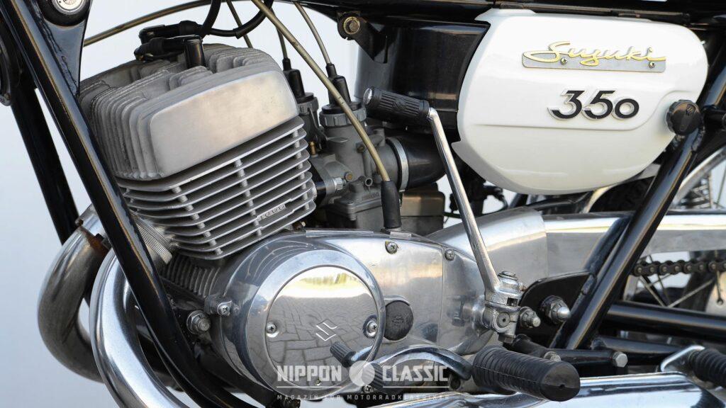 Der T 350 Motor wurde von 2 Mikuni Schiebevergasern mit 32 mm Durchlass befeuert