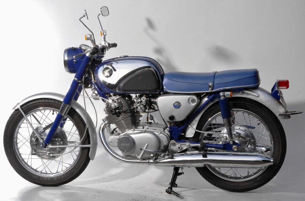 Im Studio: Honda CB 72 von 1965 (Quelle: Peter Kraus, Z-Club Germany)